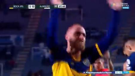Bewogen debuut De Rossi bij Boca: goal, snoeiharde tackle en pijnlijke nederlaag
