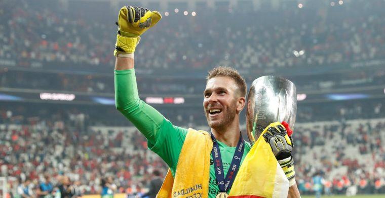 Liverpool voor mogelijk keepersprobleem: 'Fan gleed uit en raakte zijn enkel'