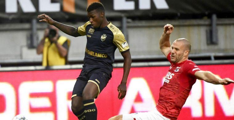 Tienkoppig Antwerp doet geweldige zaak in leeg stadion, gelijkspel tegen AZ
