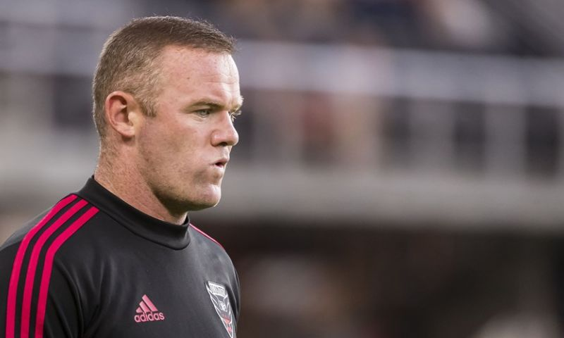 Afbeelding: Woedende Rooney opent de aanval op The Sun: 'De vrouw vroeg om een handtekening'