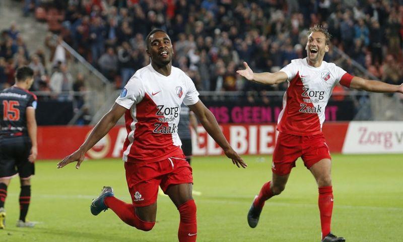 Afbeelding: FC Utrecht scoort twee keer uit een hoekschop en legt Emmen over de knie