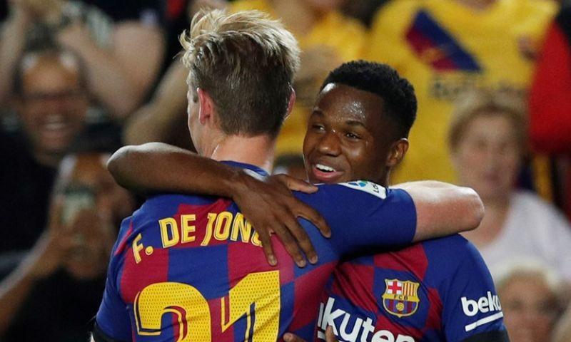 Afbeelding: De Jong maakt buiging bij Barça: 'Buitengewone voetballer met grote toekomst'