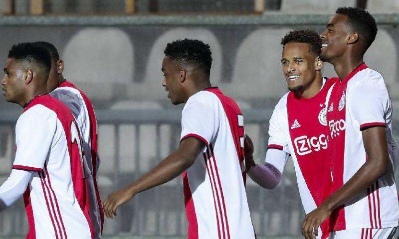 Afbeelding: Jong Ajax verslaat Jong PSV, Van Hooijdonk de held van NAC, NEC mazzelt