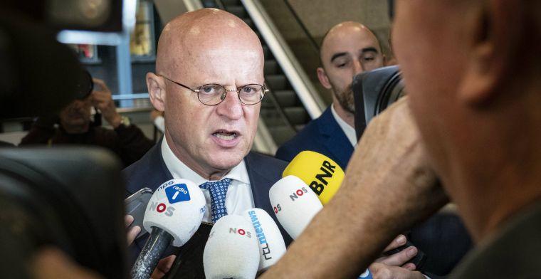 Ministers kijken naar Feyenoord in Tweede Kamer: Dat had ik niet moeten doen