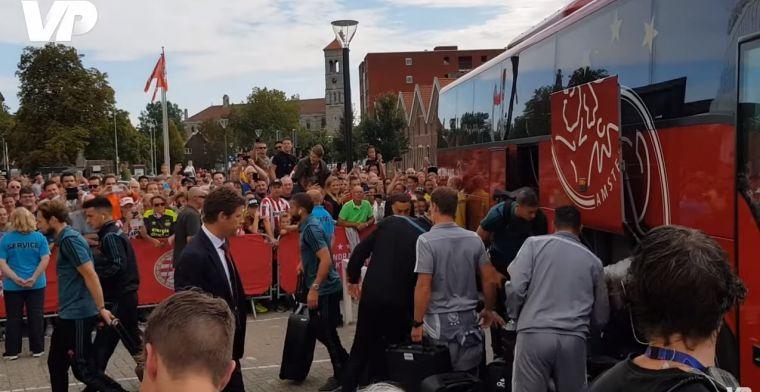 PSV-fans zorgen voor vijandige ontvangst spelersbus Ajax in Eindhoven