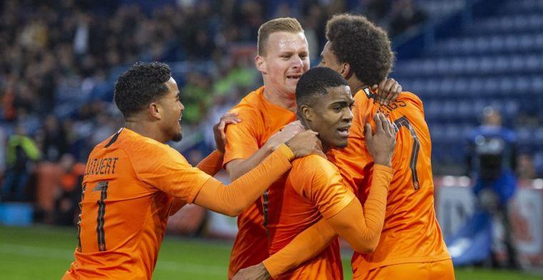 Van de Looi roemt Jong Oranje-drietal: 'Hij doet zomaar mee op dit niveau...'