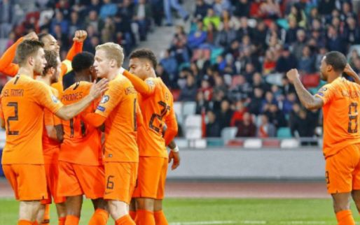 Afbeelding: Slordig Nederlands elftal geeft het bijna weg in Minsk, maar pakt wel drie punten