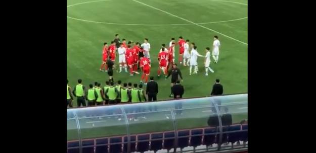 Beelden van Koreaanse clash 'naar buiten gesmokkeld': opstootje voor lege tribunes