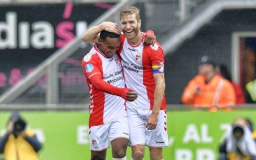 Afbeelding: Opgelucht FC Emmen wint vermakelijk duel en ontsnapt uit degradatiezone
