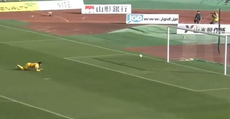 Bizarre beelden uit Japan: twee doelpunten vanaf de middellijn binnen twee minuten
