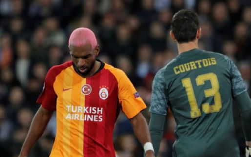 Afbeelding: Ajax-fan Babel zit briesend voor de buis: 'Maakt naar mijn mening een fout'