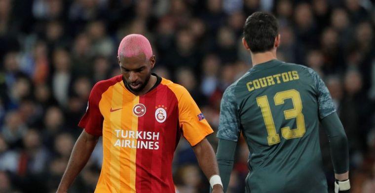 Ajax-fan Babel zit briesend voor de buis:'Maakt naar mijn mening een fout'