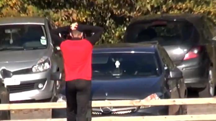 Hoe presteer je het: Ierse laagvlieger schiet eigen auto kapot tijdens training