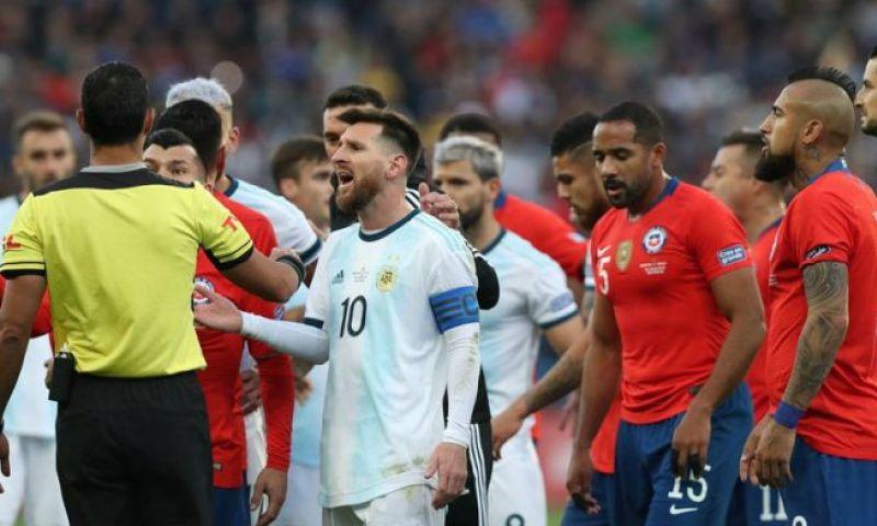 Afbeelding: Protesten in Chili: nationale ploeg weigert te spelen tegen Peru