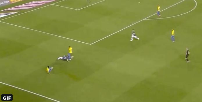 'Strijder' Tagliafico verovert internet met twee perfecte tackles in drie seconden