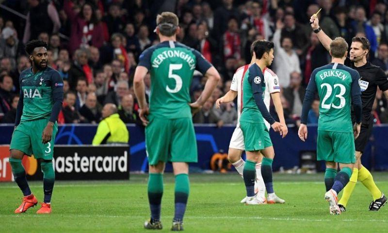 Afbeelding: Ajax krijgt arbiter van hoogte- en dieptepunt vorig jaar, drie man op scherp