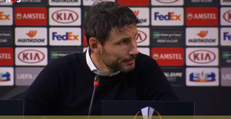 Maalderink (NOS) botst op persconferentie met PSV-perschef Slegers