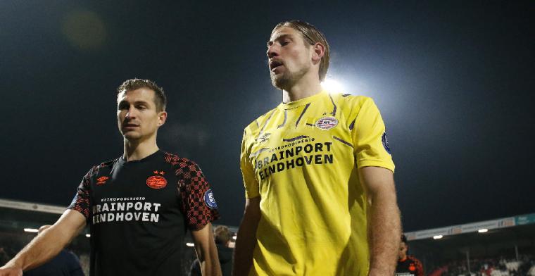 Van Bommel voert in blessuretijd discussie met keeperstrainer: 'Je moet mee'