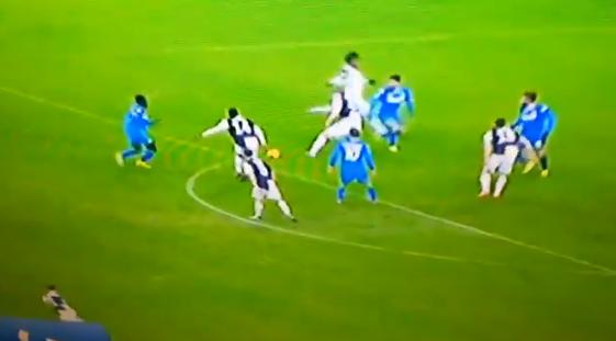 Nieuwe beelden uit Italië: De Ligt ontsnapte aan penalty bij Juventus
