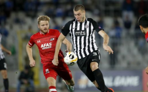 'Ajax en PSV lopen verdediger (18) mis na akkoord van maximaal 13 miljoen euro'