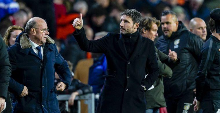 'Eigenwijze' Van Bommel kijkt secondenlang naar boven: 'Strijdje bezig bij PSV'