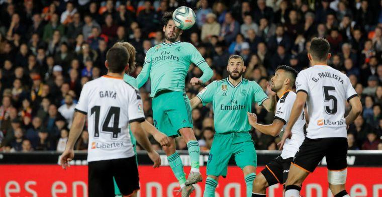 Real Madrid pakt punt tegen Valencia na hectische slotfase met kopbal Courtois