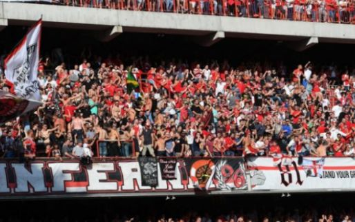 'Supporters Anderlecht en Standard vechten, agenten geraken gewond'