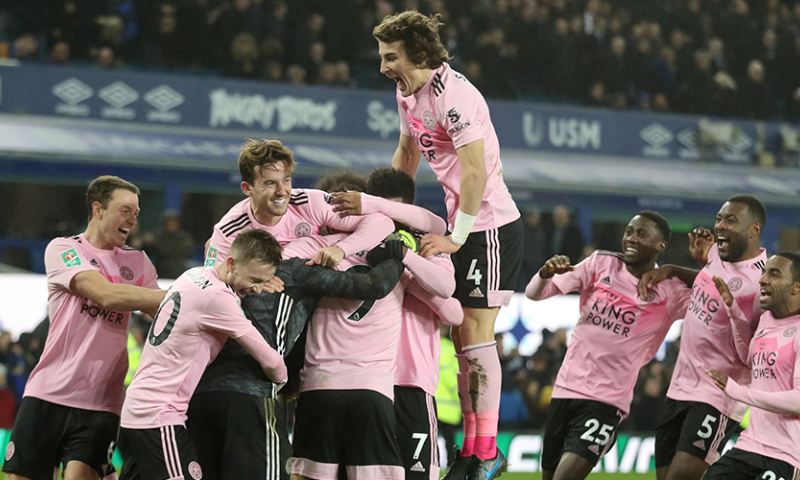 Afbeelding: Leicester wint spektakelstuk na strafschoppen, Manchester-clubs winnen eenvoudig