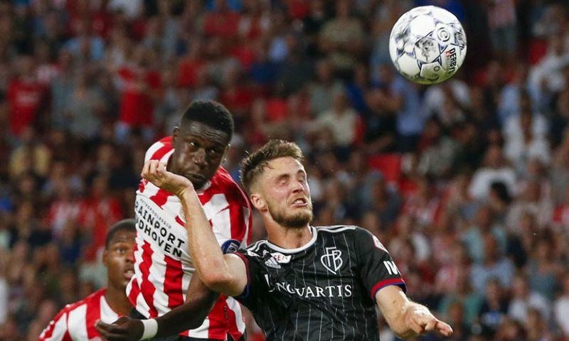 Afbeelding: Van Wolfswinkel kreeg bloemetje van Feyenoord na diagnose: