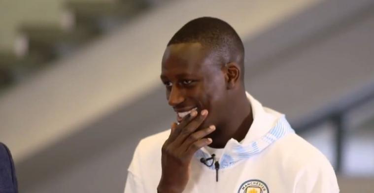Mahrez praat mond voorbij en kondigt City-transfer aan, gezicht Mendy zegt alles