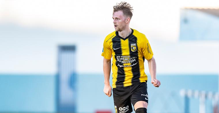 Vitesse-back gevleid door Liverpool-geruchten: 'Vrienden stuurden het me toe'