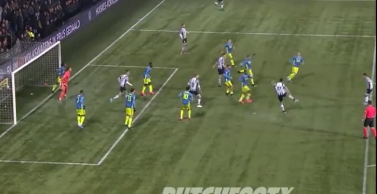 Wat een granaat: Rossmann volleert corner ineens binnen tijdens Heracles-Feyenoord