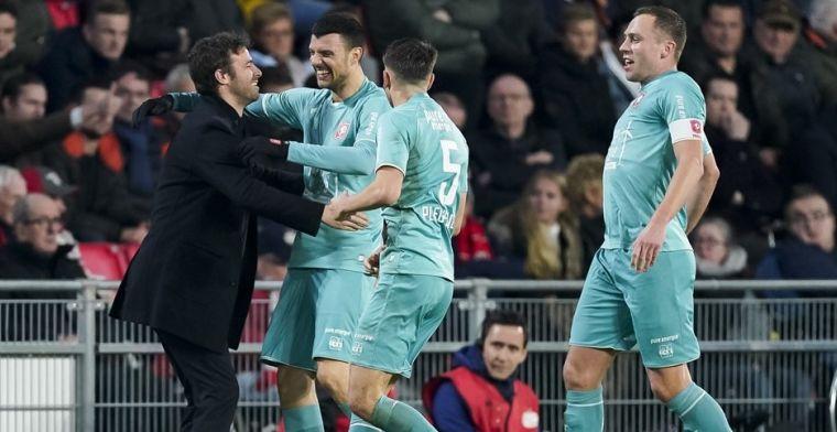 Vuckic viert goal tegen PSV met de bank: 'Voorheen waren we niet echt een team'