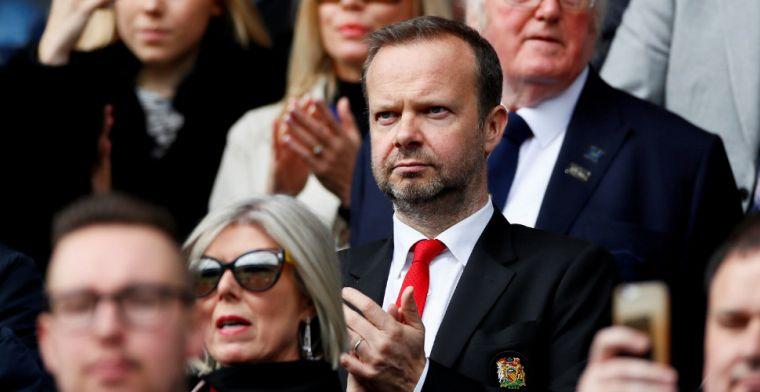 United-fans bekogelen huis voorzitter met vuurwerk: 'Woodward's gonna die'