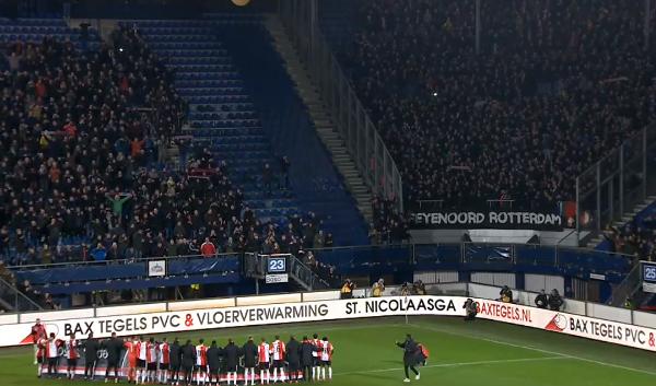 Emotionele zege voor Feyenoord: staf en spelers houden het niet droog