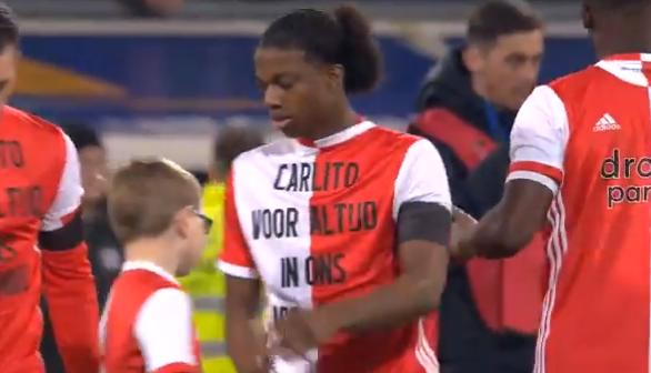 Prachtig: Feyenoord-spelers dragen speciale shirts voor overleden De Leeuw