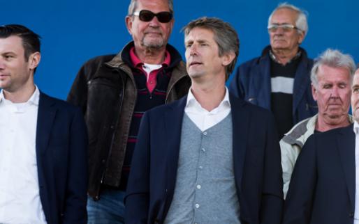 Ajax doet opnieuw sponsorzaken: 'Spelersbus Ajax wordt de mooiste van Nederland'