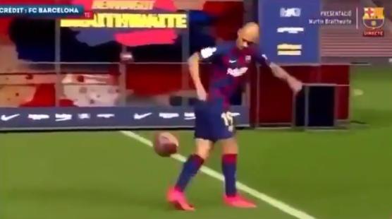 FC Barcelona-aanwinst Braithwaite bakt er niets van tijdens presentatie