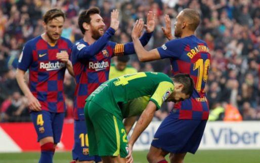 Dolgelukkige Braihtwaite koestert knuffel van Messi: 'Ga dit shirt niet wassen'