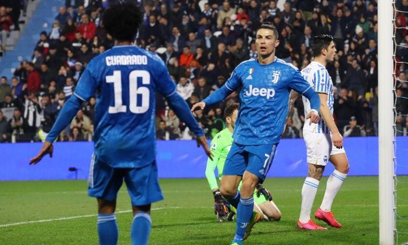 Afbeelding: De Ligt ziet jubileumgoal Ronaldo vanaf de bank, valt in en wint krap met Juventus