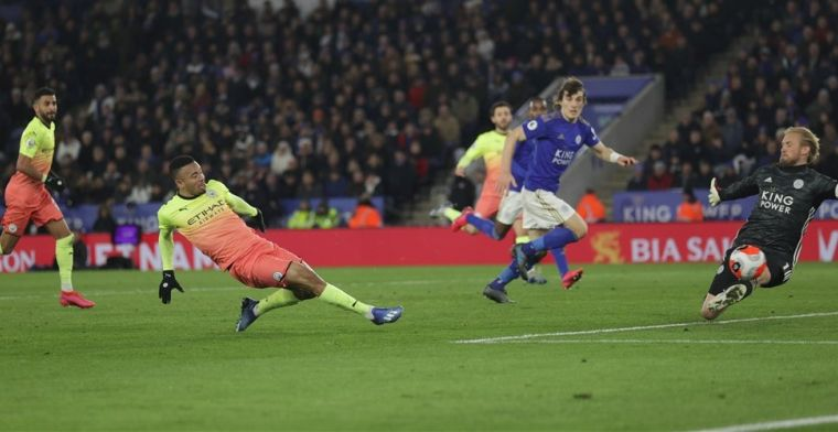 Manchester City wint slag om plek 2, ondanks misser en pijnlijke wissel Agüero
