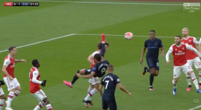 Zlatan-esque: Calvert-Lewin scoort weergaloos voor Everton tegen Arsenal