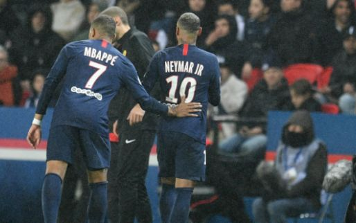 Opvallende timing voor 'bizarre' rode kaart Neymar: 'Heb ik nog nooit gezien!'