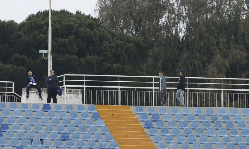 Afbeelding: Scheidsrechter verbiedt spelers van Serie B-club Pescare met mondmaskers te spelen