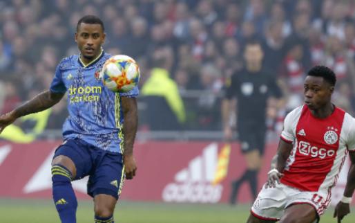 Afbeelding: Ajax en Feyenoord brengen gezamenlijk eerbetoon aan zorgpersoneel