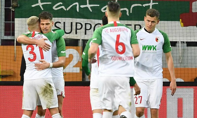 Afbeelding: 'Augsburg-spelers gaan maandag weer trainen, maar moet thuis omkleden en douchen'