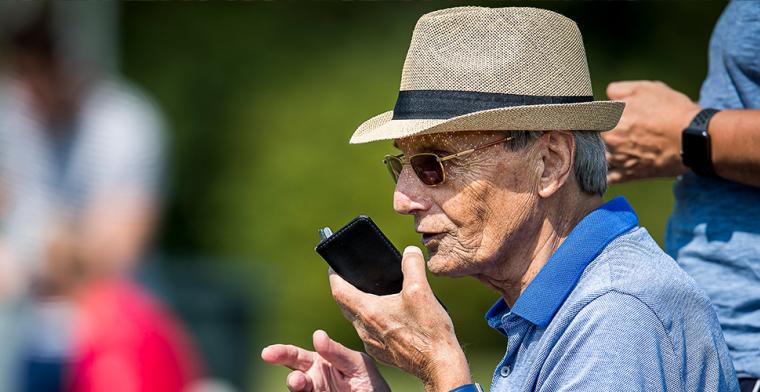 Superscout De Visser (85) in strikte thuisisolatie: 'Dan is het afgelopen met me'