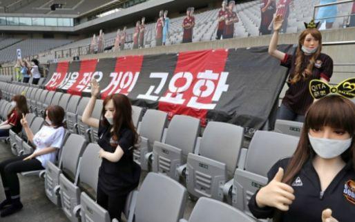 Afbeelding: FC Seoul krijgt recordboete na plaatsen van sekspoppen op lege tribunes