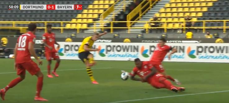 Kostbare VAR-blunder: Dortmund wordt penalty onthouden na duidelijke handsbal