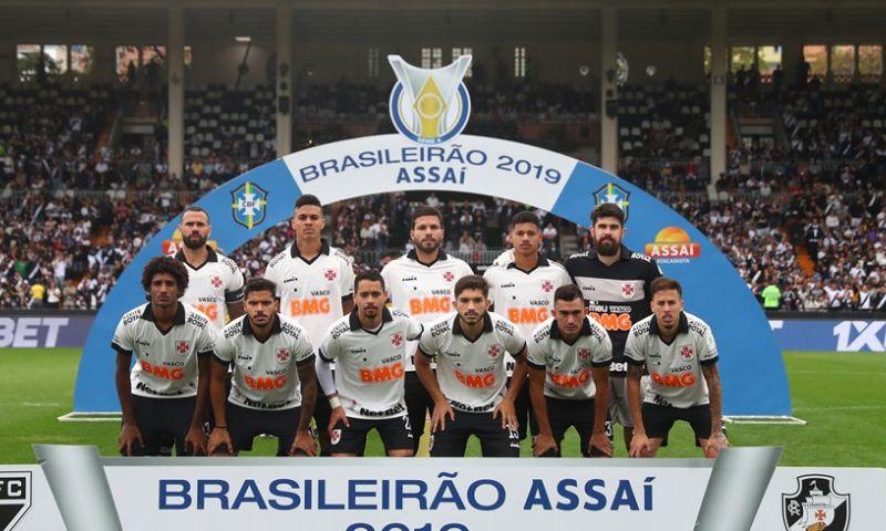 Afbeelding: Braziliaanse president trekt zich niets aan van zestien besmettingen bij topclub